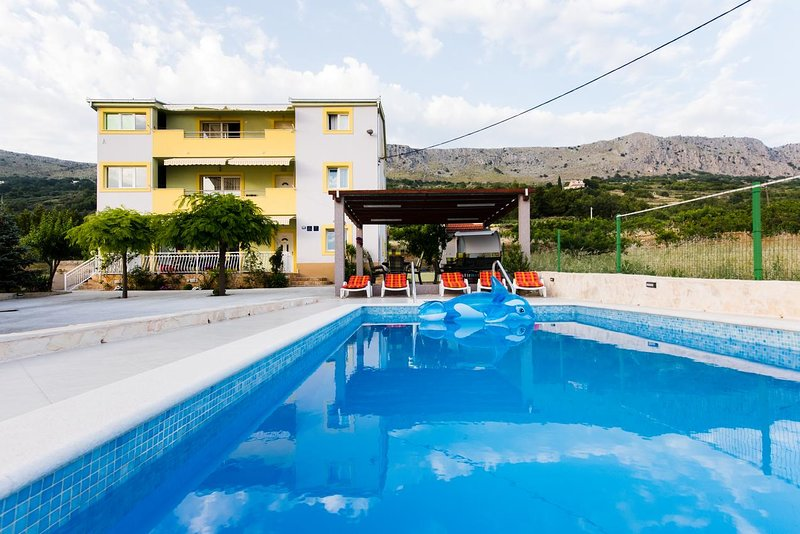 Three bedroom apartment Podstrana, Split (A-13393-b), vacation rental in Krilo
