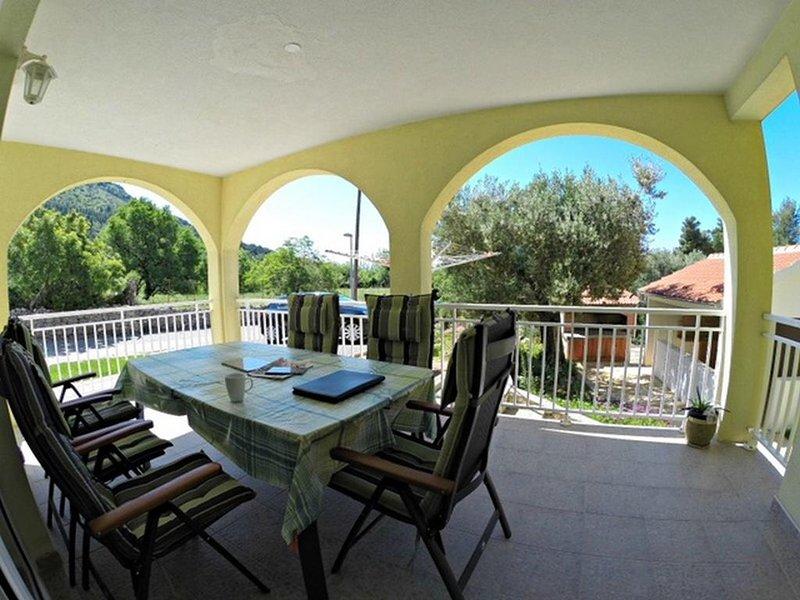 Zaostrog Apartment Sleeps 4 with Air Con - 5634609, location de vacances à Vrgorac