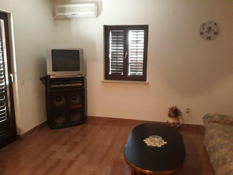 Two bedroom apartment Mirca, Brač (A-15683-a), alquiler de vacaciones en Sumpetar