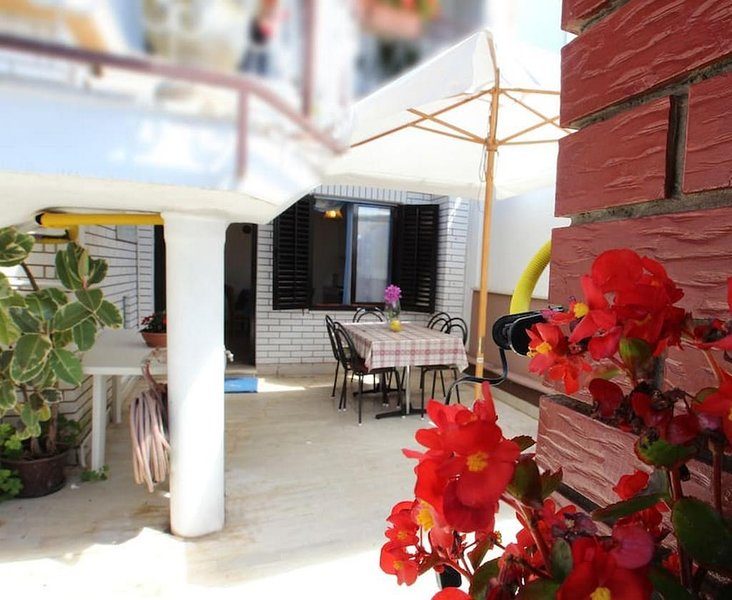 Pula Apartment Sleeps 4 with Air Con - 5637646, holiday rental in Vintijan