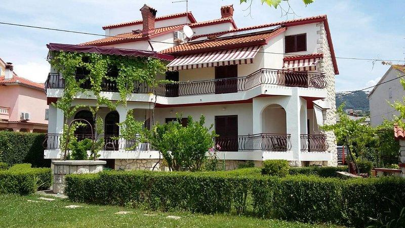 Two bedroom apartment Palit, Rab (A-15794-a), location de vacances à La ville de Rab