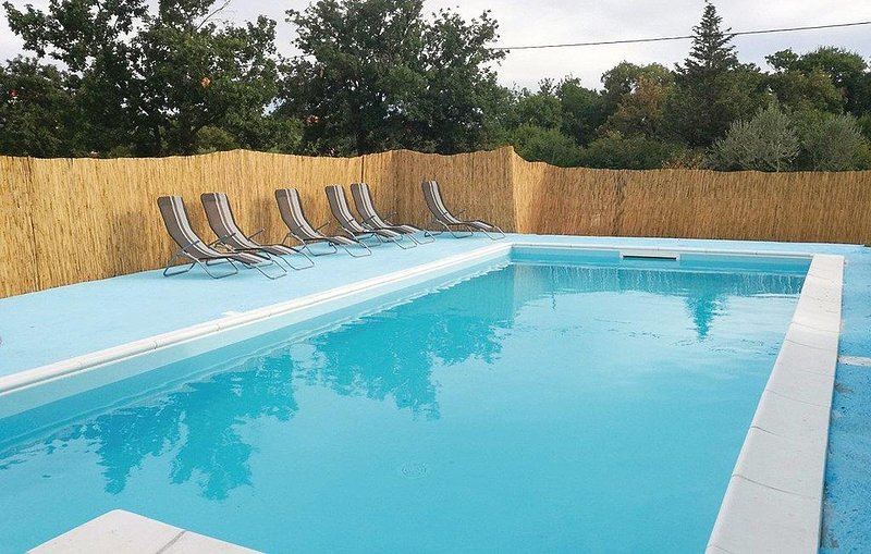 Rupalj Holiday Home Sleeps 8 with Pool and Air Con - 5637029, vacation rental in Policnik