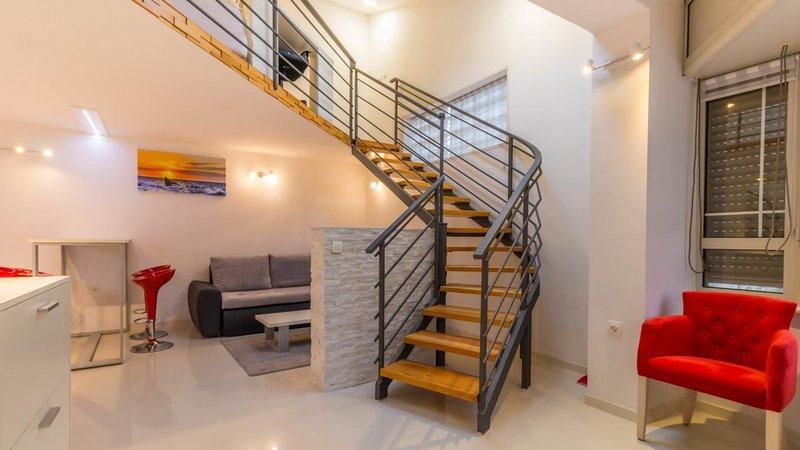 Matulji Apartment Sleeps 4 with Air Con - 5644317, holiday rental in Jurdani
