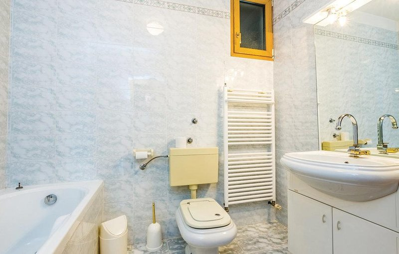 Bathroom 4, Surface: 10 m²