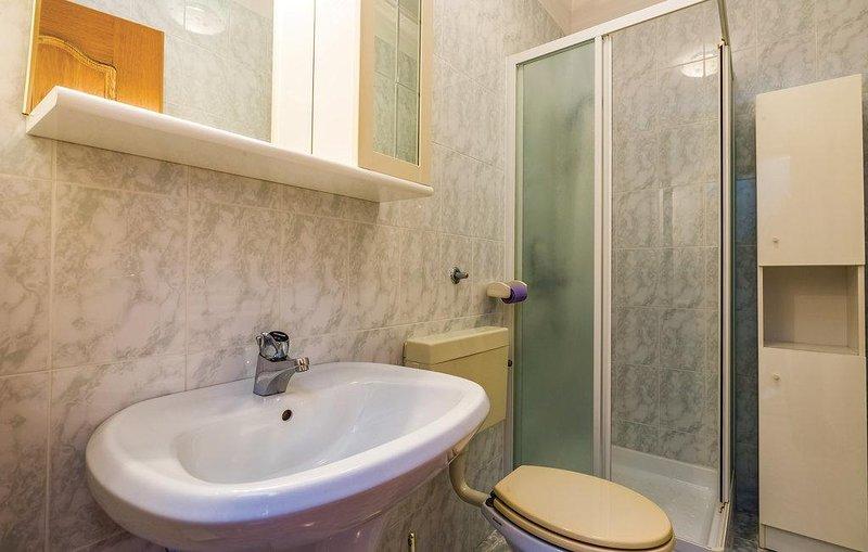 Bathroom 2, Surface: 5 m²