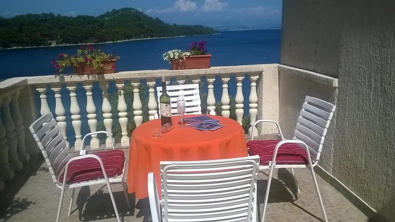 Sovra Apartment Sleeps 2 with Air Con - 5822131, holiday rental in Sobra