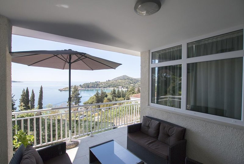 Mlini Apartment Sleeps 6 with Air Con - 5647467, vacation rental in Srebreno