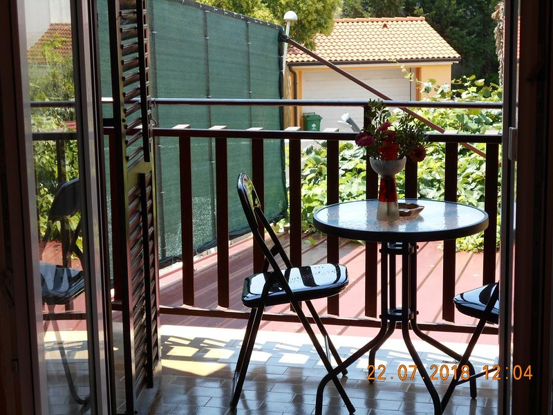 Pula Apartment Sleeps 3 with Air Con - 5652629, holiday rental in Vintijan