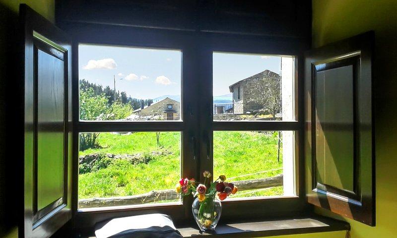 Beautiful house with mountain view, alquiler vacacional en Grandas de Salime