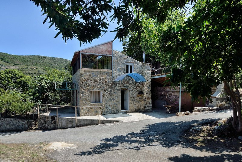 Villa Areti - A Cottage in the Cretan Nature, holiday rental in Vathi