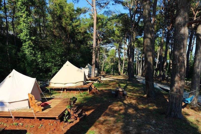 Camp DVOR 'WOODEN IDYLL', holiday rental in Manjadvorci