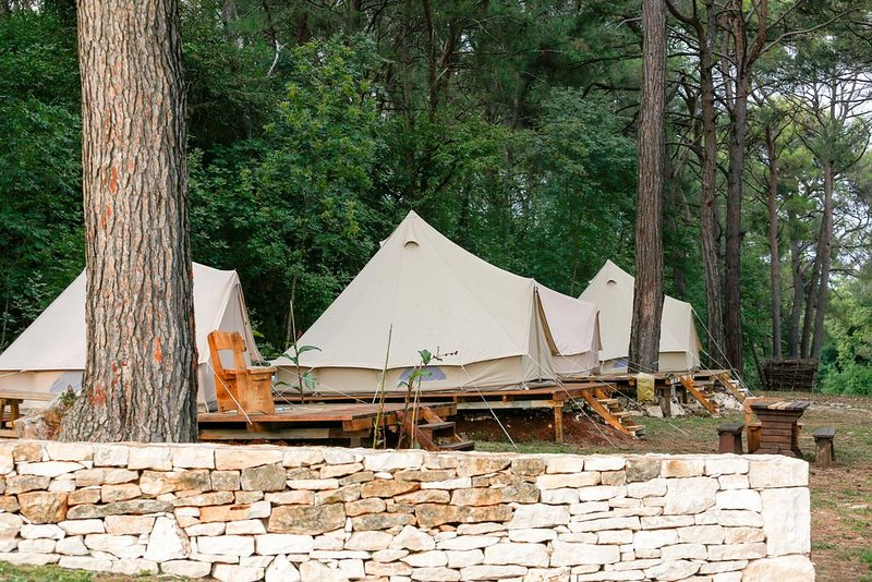 Camp DVOR 'PINE', holiday rental in Manjadvorci
