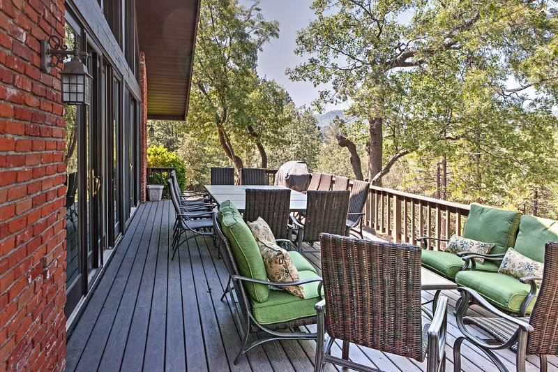 The whole family can spend their days on the deck with scenic views.