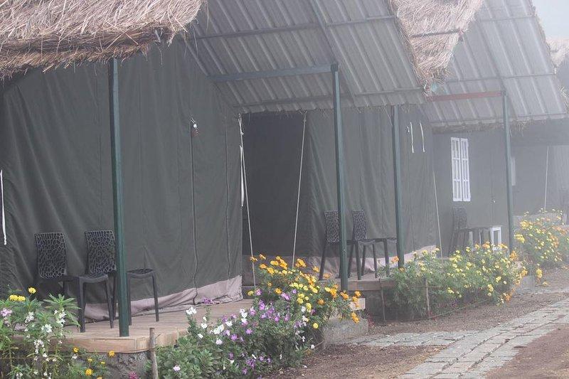 ANAERANGAL CAMP: Tent 3, holiday rental in Vattavada