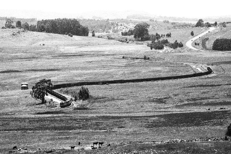 Ansicht von der Hügelspitze, die andere Seite des städtischen Staudamms