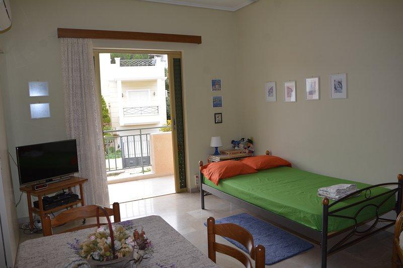 Saronida  Sun  Beach  appartment, holiday rental in Saronida