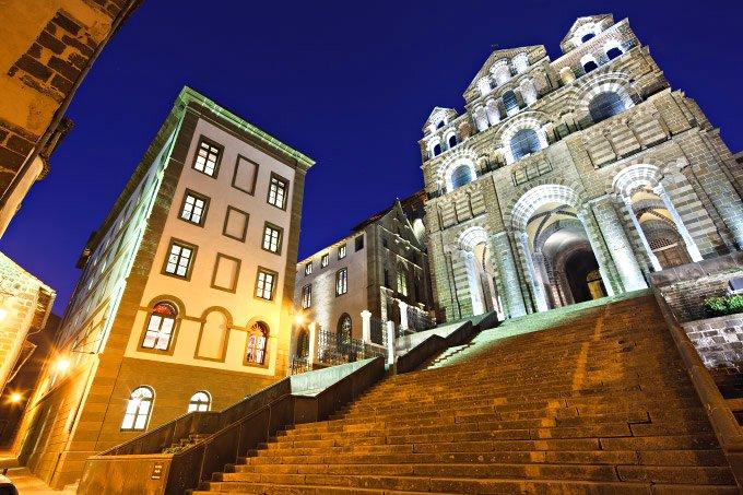 La cathédrale du Puy-en-Velay classée au patrimoine mondial de l'Unesco