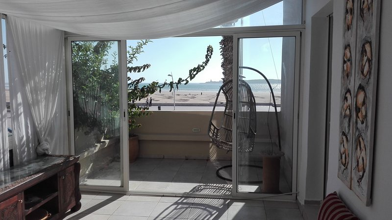 Beautiful apartment with wintergarden and balcony all with great ocean view!, location de vacances à Essaouira