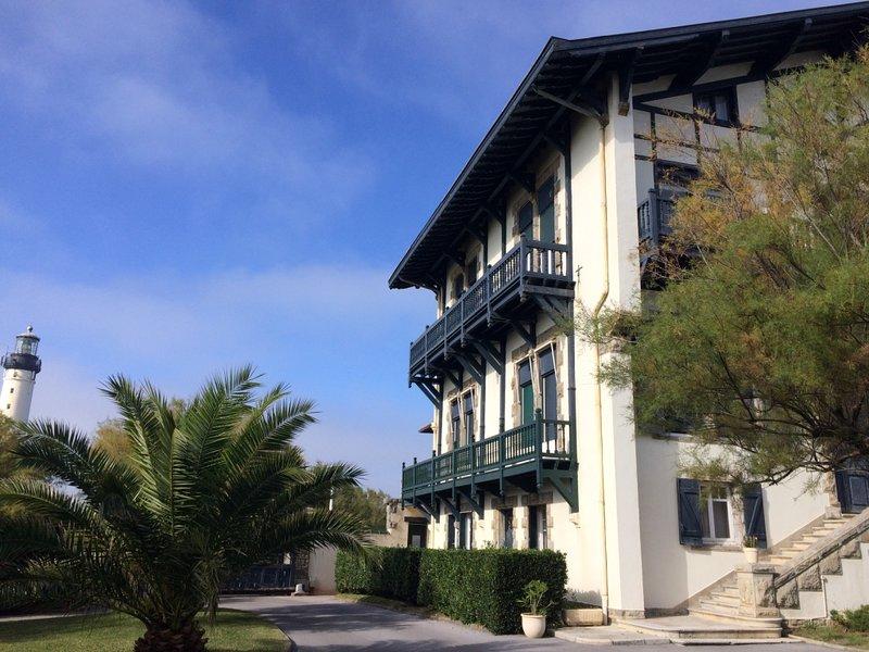 Mansion mit Leuchtturm von Biarritz und Seitenansicht von appartement