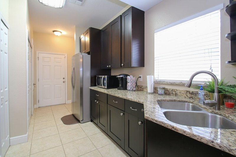 Seminole Manor - Large two story 4 bed, 3 bath home with large fenced-in yard, holiday rental in Carrollwood