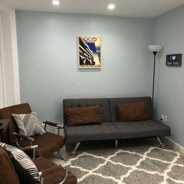 New 2 Bdrm Flat 5 mins away from Metro, holiday rental in Yonkers
