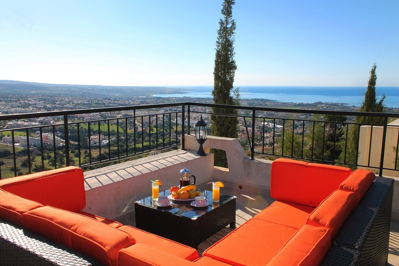 Villa Paros - Sunrise Dreams- 3 Bed Villa, Private Pool, Amazing Views- Free Car, vacation rental in Peyia