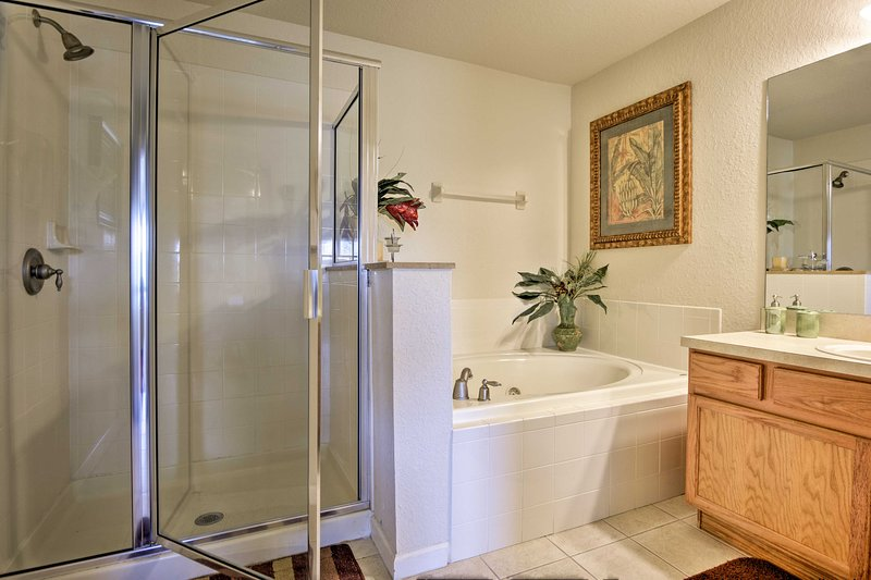The en-suite bathroom features a built-in jetted tub.