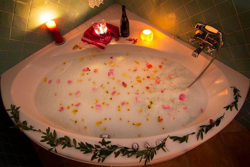 casa romantica para 2 personas con jacuzzi, aluguéis de temporada em Pechina