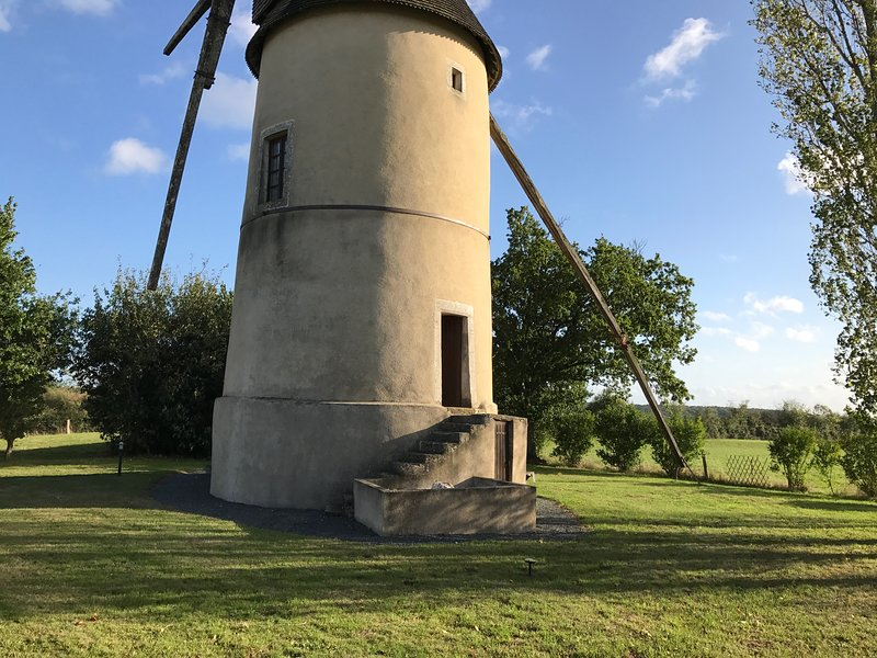 Moulin85 - A Beautiful 19th Century Windmill, vacation rental in Vendee