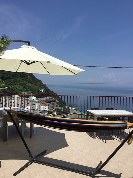 Oceanview Vacation Rental HolidayHome in Atami, Fireworks Festival,  BBQ terrace, casa vacanza a Chubu