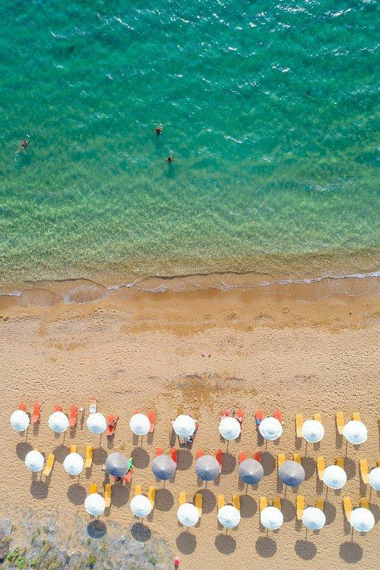 Flygfoto över Vrahinari Beach