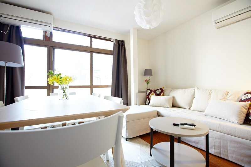 NEW 2 BED & LOUNGE SHINJUKU PEACE, COMFORT, LUXURY, holiday rental in Ginza