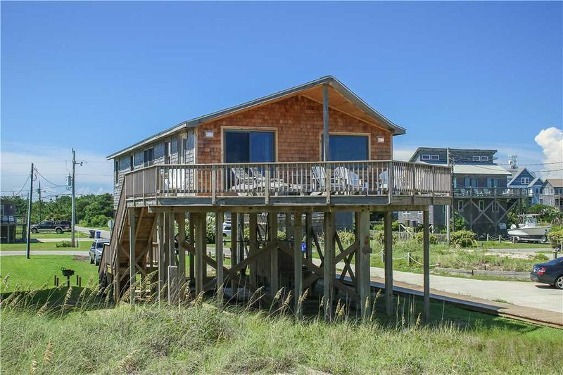 Trader Vic's  #10-H, holiday rental in Hatteras