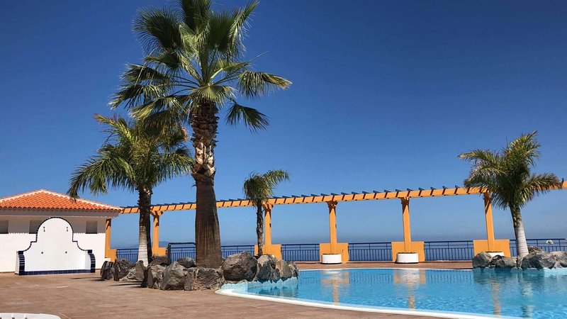 A luxury 2 bed apartment with Uk TV free Wifi, location de vacances à Costa Adeje