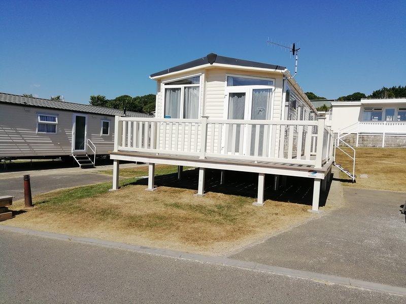 Whitecliff Bay, Spacious 6 berth superior caravan, aluguéis de temporada em Bembridge