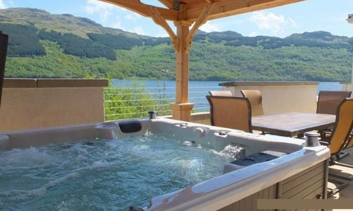 Jenny's Bay at Loch Goil - Hot tub property overlooking Loch Goil, vacation rental in Loch Lomond and The Trossachs National Park