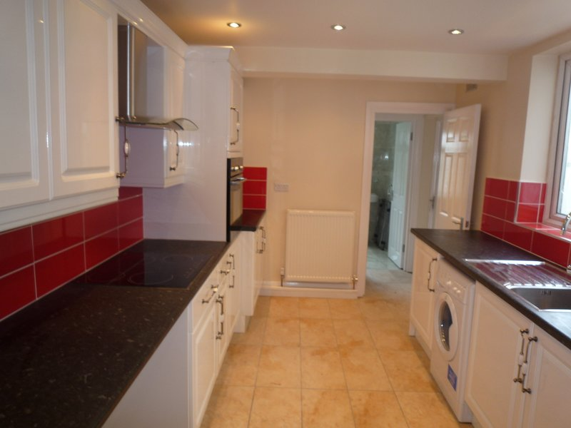 4 Bedroom house, 2 Bathrooms, garden, 20 minutes tube  City center, location de vacances à Chingford