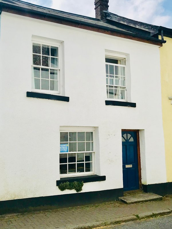 Pretty 17th century cottage in the heart of Devon