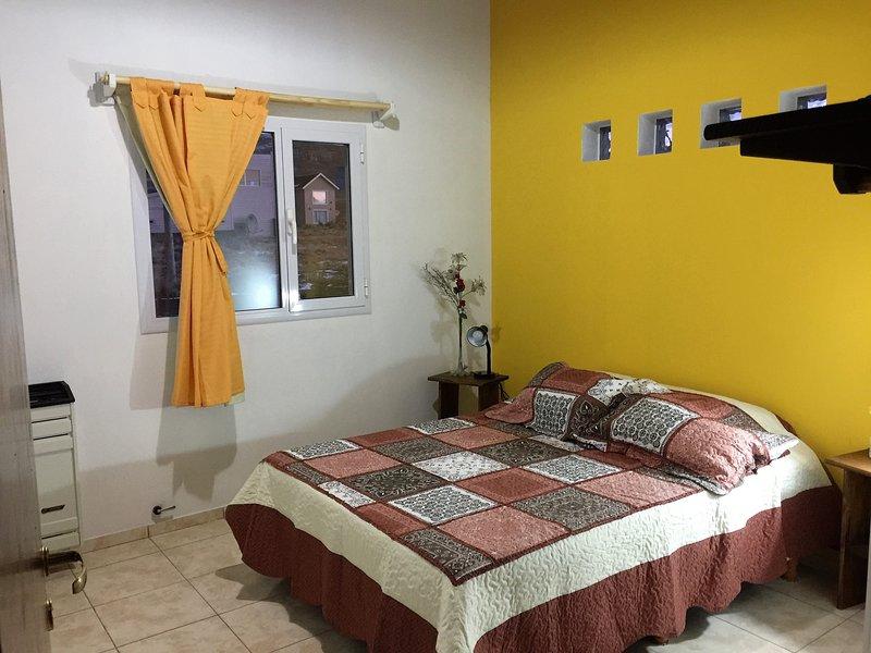 Casa Mountain House al Pie del Cerro Calafate 2Pax $990, holiday rental in Province of Santa Cruz