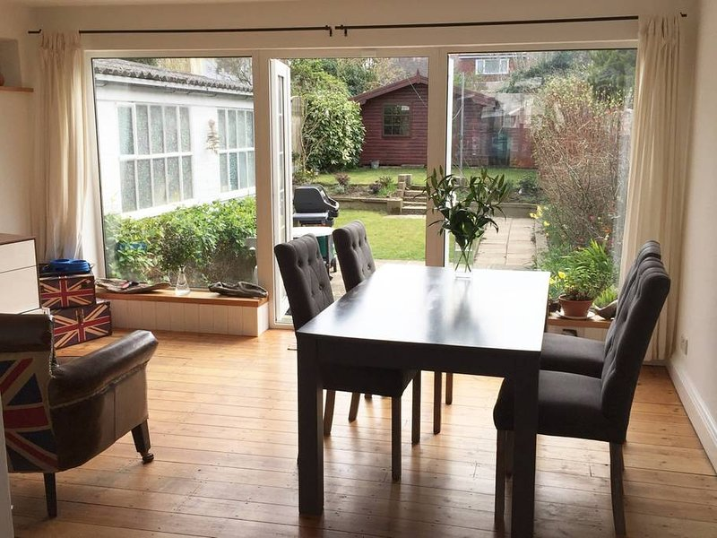 London spacious, bright house with easy access to London