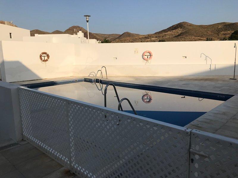 Casa Batavia. Maravilloso Apto 3 Habitaciones con piscina y padel, holiday rental in Las Negras