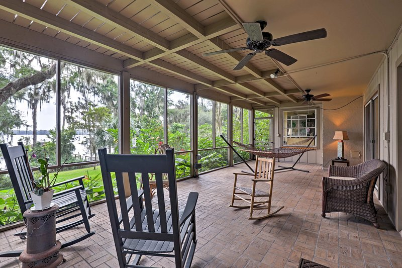 Lakefront Florida Apartment w/ Boat House & Kayak!, holiday rental in Interlachen
