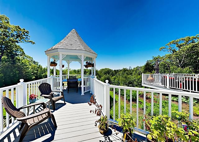 Expansive Modern Home w/ Ocean View, Gorgeous Garden & Multiple Sitting Areas, alquiler vacacional en Boothbay