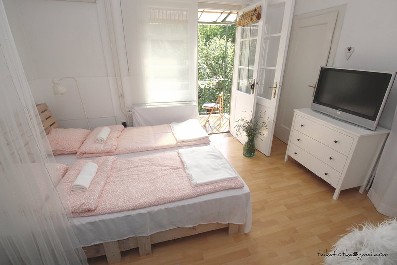 The bedroom with a balcony overlooking the garden
