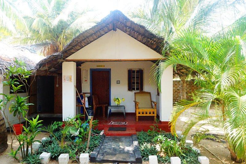 Budget Room With Shared Bathroom, holiday rental in Komari