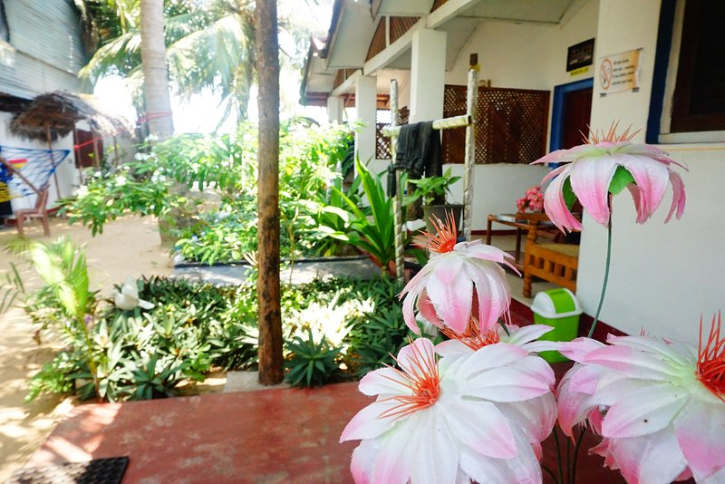 A/C Triple Room With Attached Bathroom, holiday rental in Komari