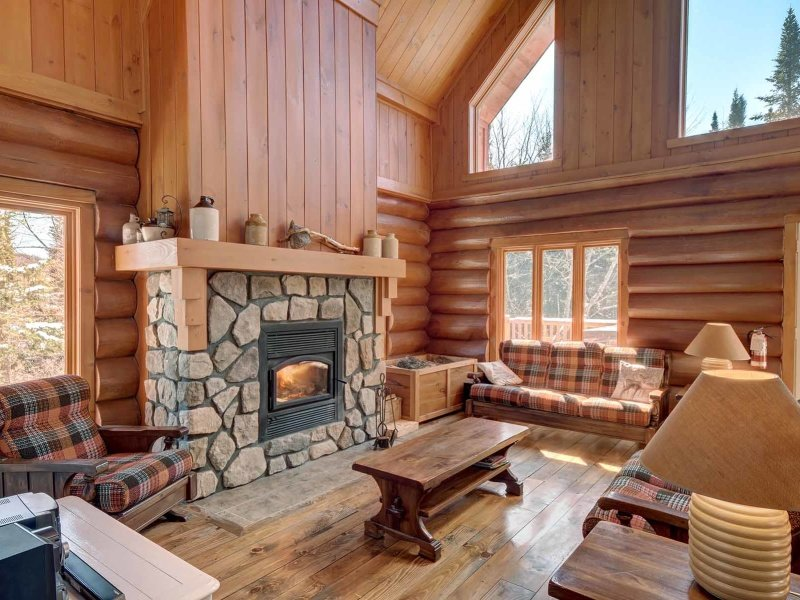 Cozy Cottage Feel Inside