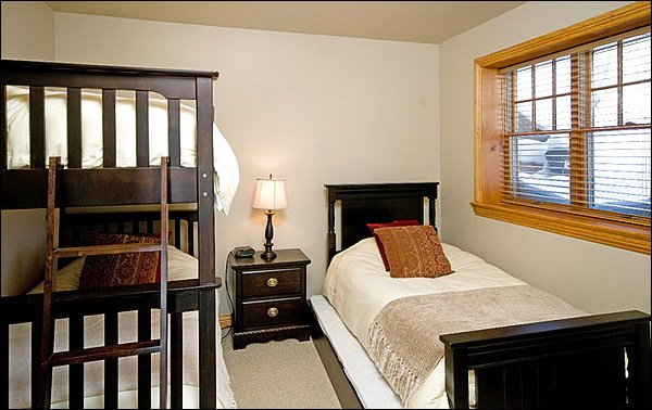Bedroom with Single Bed, Bunk Bed & Trundle Bed