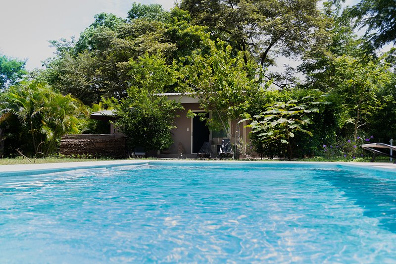 Charming Cottage in Tamarindo country side, alquiler de vacaciones en Villarreal