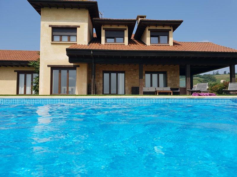 LA CASA DE ORVIZ, holiday rental in San Martin del Rey Aurelio Municipality